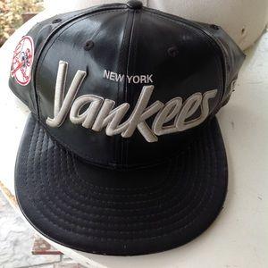 Mens Yankees hat.
